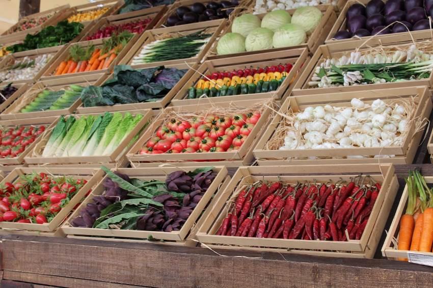 מקווים שהיבוא מירדן יוריד מחירים. דוכן ירקות צילום: pixabay.com