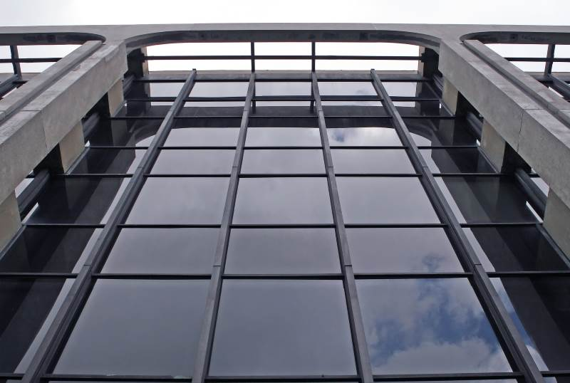 היטל זמני על יבוא זכוכית מטורקיה. בניין עם חזית מזכוכית | צילום המחשה: www.pixabay.com