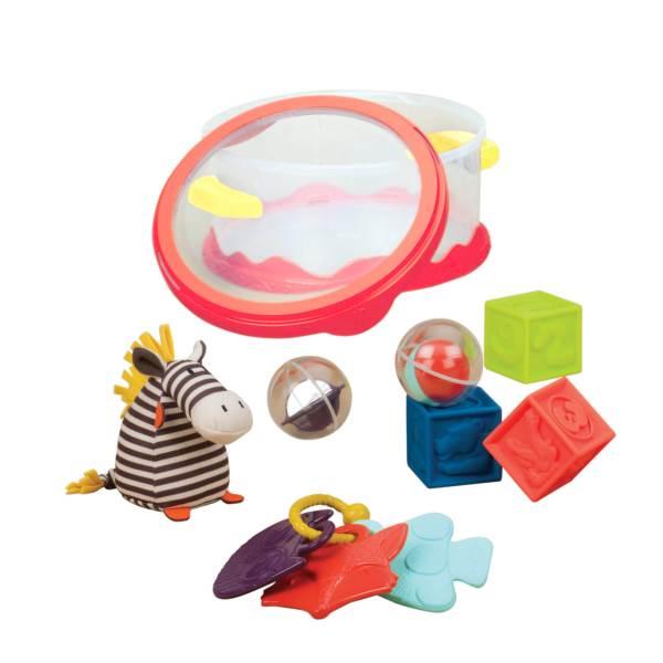 הקופסה מגיעה עם מגוון צעצועים בסיסיים ואטרקטיביים| צילום: גני לוי