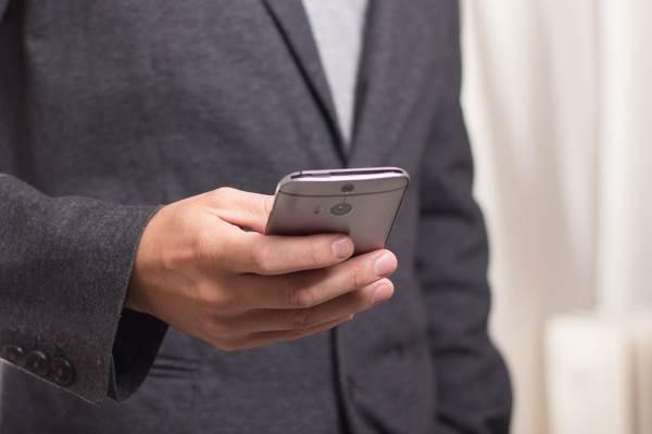 דחיית בקשת המיזוג נבעה מהמלצתם של הדרג המקצועי במשרד ושל פרופ' אייל וינטר. בתמונה: טלפון סלולרי | צילום ארכיון: www.pixabay.com