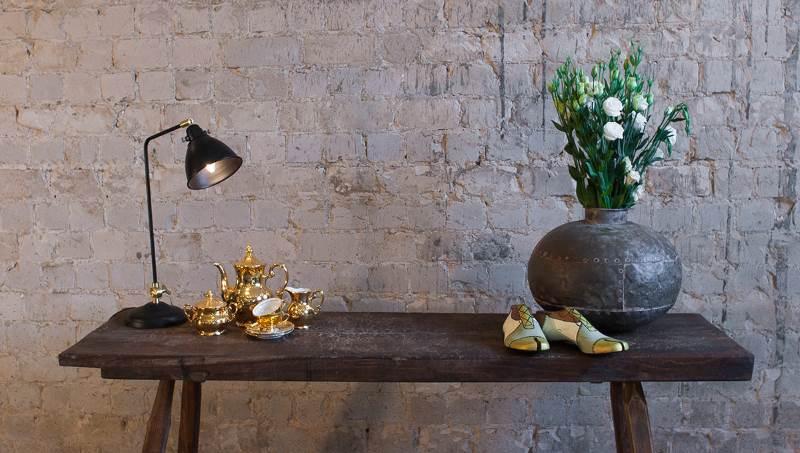 בין הכדים בגלריה ניתן למצוא: כדי עץ נפאלים, כדי מתכת עגולים וכדי אמייל בעיצוב ייחודי. כדי מתכת עגולים   צילום: שי הברי