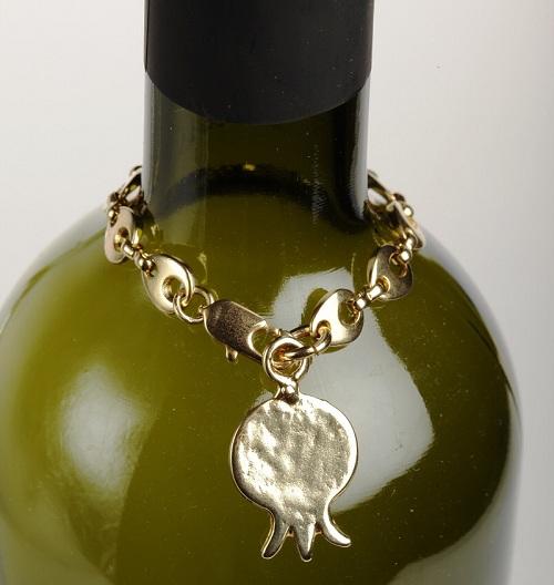 שרשרת לבקבוק יין| צילום: יוסי גמזו לטובה
