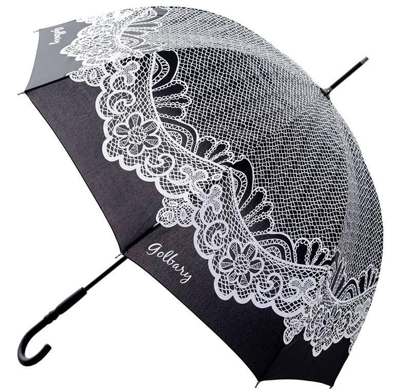 מטריה בהדפס תחרה לבנה. גולברי|צילום: ניר יפה