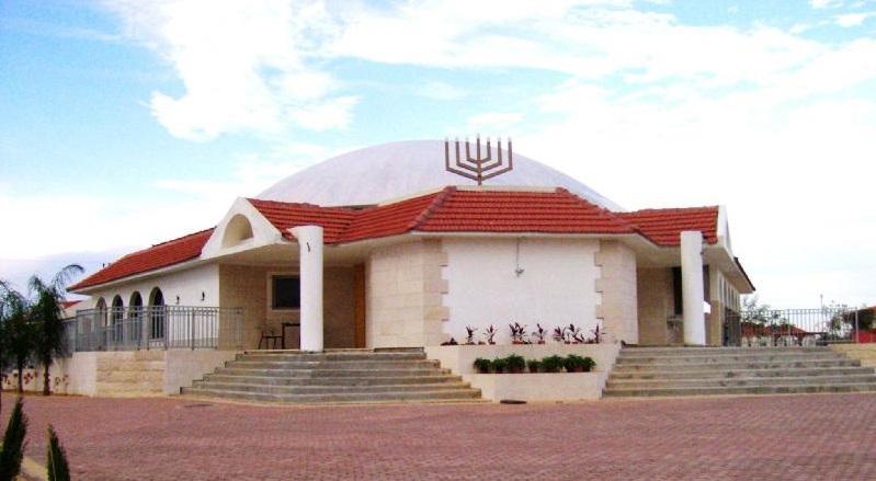 געגועים לבית, בית הכנסת בישוב נצרים | צילום דניאל ונטורה מתוך ויקפדיה