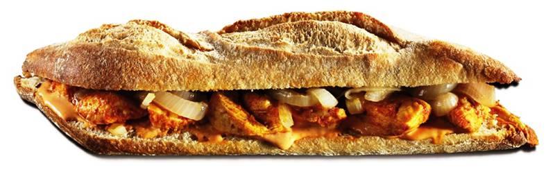 """מנטה וקפה ג'ו. כריך עוף בקארי צילום: יח""""צ"""